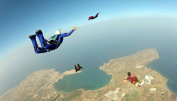 Sprung mit Fallschirm Sportschule Sizilien Sportangebote Sizilien Taormina