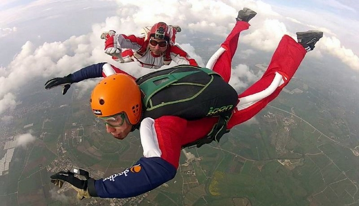 Fallschirmspringen Sizilien Sportaktivitäten Sizilien Sprung mit Fallschirm Sizilien sicher