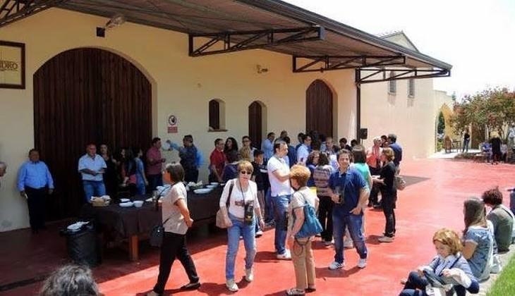 Mittagessen auf Weinkeller Sizilien - sizilianische Weinkeller