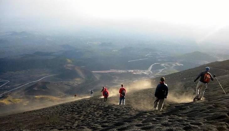 Vulkan besteigen - Trekkingtour