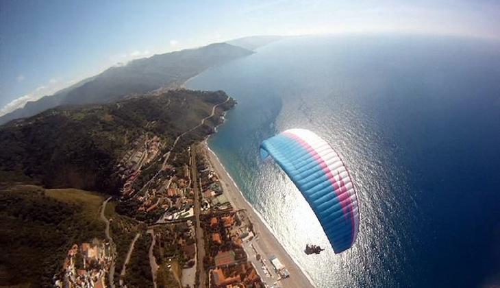 Gleitschirmflug Sizilien Outdooraktivitäten Sizilien Paragliding Sizilien