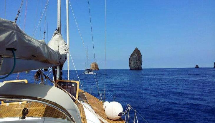 Charter Segelboot Ausflug in Sizilien unterwegs mit dem Segelboot Äolische Inseln