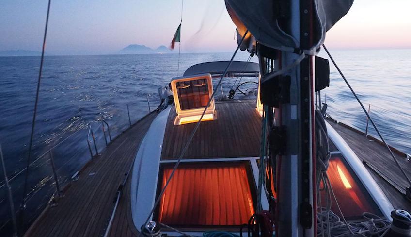 Urlaub in Sizilien Katamaran ab Milazzo mit dem Boot unterwegs Sizilien Äolische Inseln
