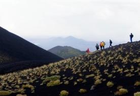 Zu Fuß auf dem Ätna Trekking Vulkan Zufluchtsorte Sizilien Vulkan